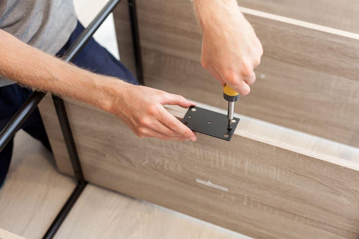 Aufbau und Montage von Möbeln und Regalen